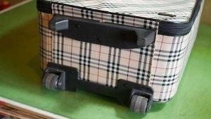 (Burberry)バーバリー/キャリーバッグのキャスターと底脚の修理