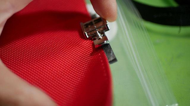 (キャディバッグ)フードカバーのファスナー交換用にミシン押さえを加工