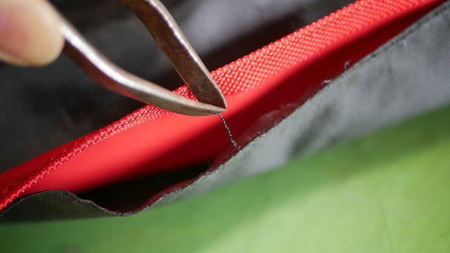 (キャディバッグ)フードカバーのファスナー交換前に元の縫製糸を取り除く