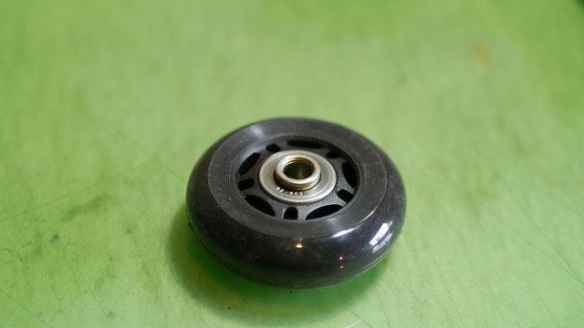 (TUMI)トゥミ/ビジネスキャリーバッグの車輪交換で使用するパーツのベアリングを入れ替える
