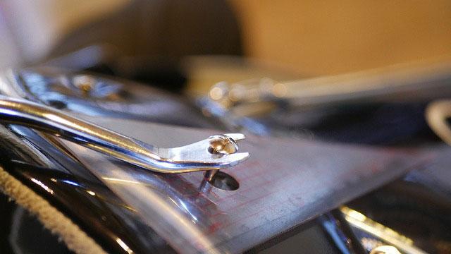 (camicia sportiva+)カミーチャスポルティバプラス/キャディバッグの仕切りを固定しているビスを抜く
