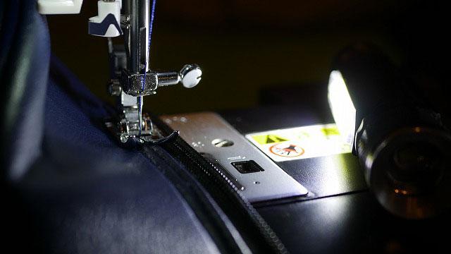 (SWORD)スウォード/キャディバッグフードカバーのファスナーを縫製する