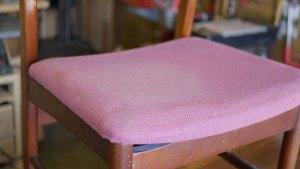 (Vintage chair)ヴィンテージダイニングチェアの座面芯材割れと生地のシミ
