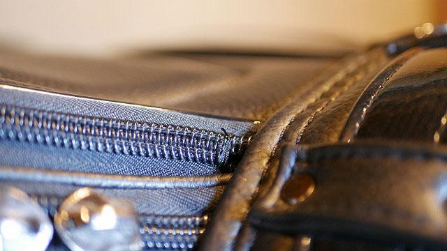 (Titleist)タイトリスト/キャディバッグのサイドポケットファスナーの開き留めに縫製する