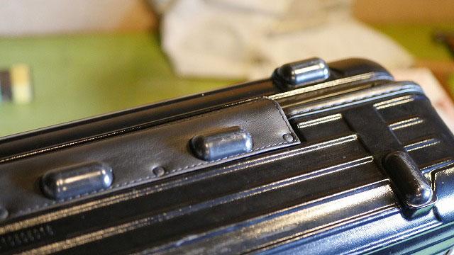 (RIMOWA)リモワ/2輪サルサの繋ぎ革をカシメとグライドで固定する