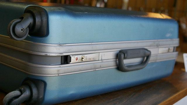 (World Traveler)ワールドトラベラー/スーツケースのTSAロックに亀裂が入っている