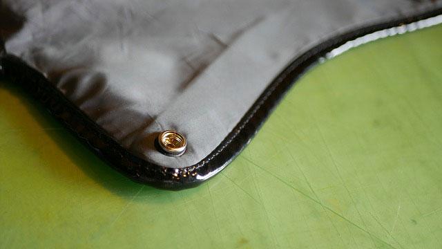 (adabat)アダバット/フードカバーの外れたホックの修理