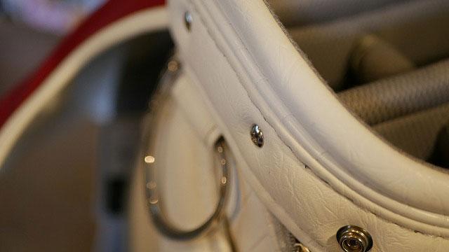 (MIZUNO)ミズノ/キャディバッグの仕切り芯を固定しているビスを取り付け