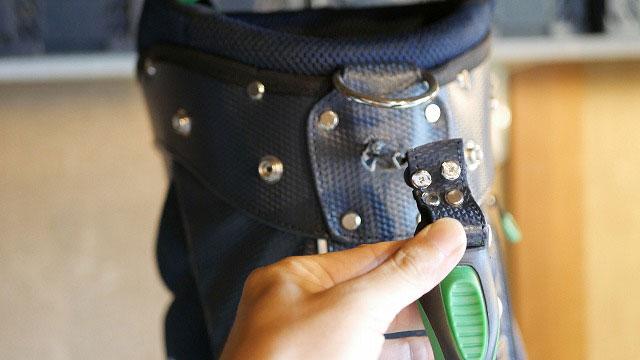 (Munsingwear)マンシングウェア/キャディバッグのハンドル取付部の穴が拡がって抜けている