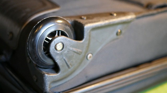 (pathfinder)パスファインダー/キャリーバッグの車輪ベアリング割れを修理