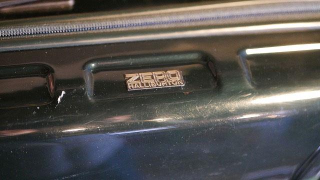 (ZERO HALLIBURTON)ゼロハリバートン/スーツケースのファスナー修理
