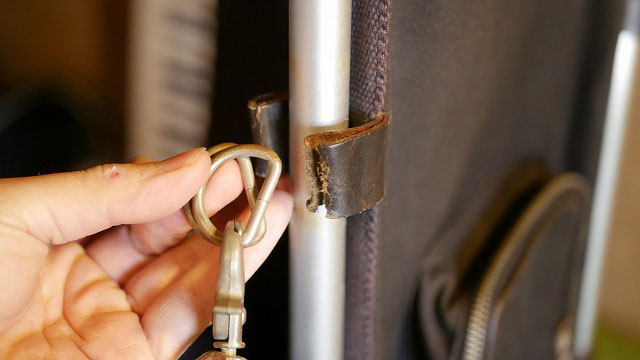 木の庄帆布/キャディバッグのショルダーベルトを固定する革ベルトの切れ