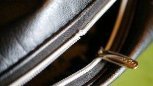 (XXIO)ゼクシオ/キャディバッグのフードカバーのチャック解れ