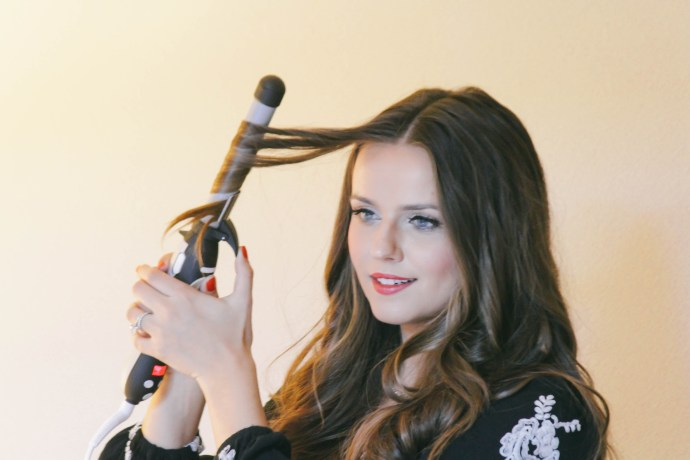 How To // Victoria's Secret Hair with the Beachwaver S1 | BondGirlGlam.com