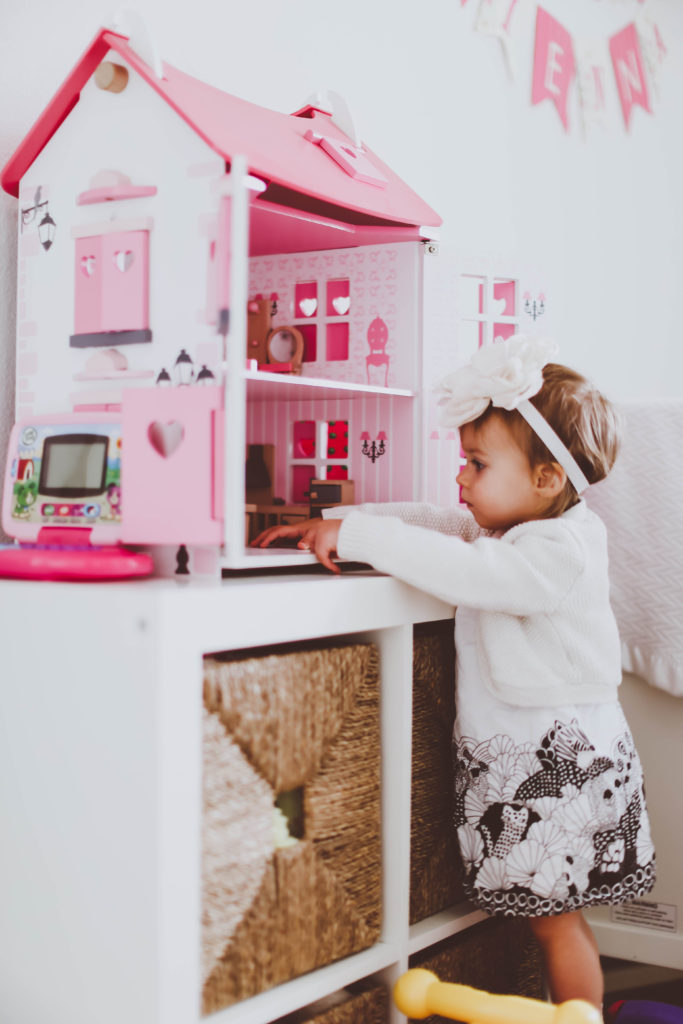 How to Organize Toys in a Small Space   BondGirlGlam.com