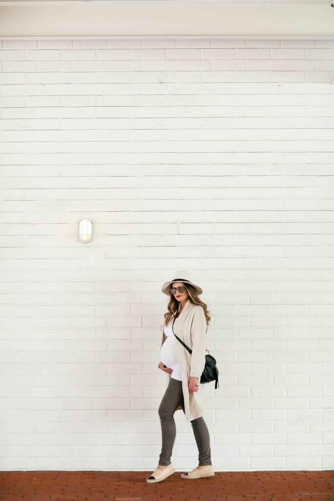 #BumpStyle // Big Cardi & Khaki Distressed Maternity Jeans | BondGirlGlam.com