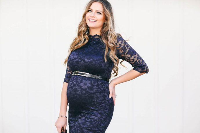 #BumpStyle // Navy Lace Boatneck Dress   BondGirlGlam.com