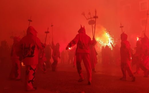 La Placa Crema Correfoc Tortosa | Red travel pics Tarragona