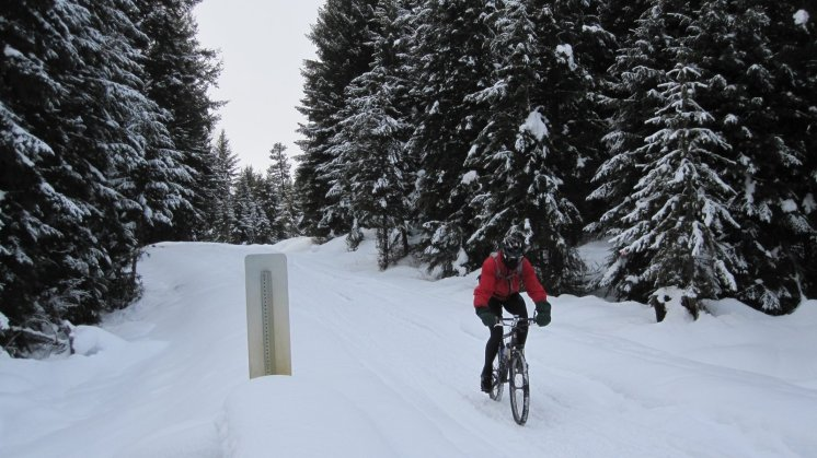 Trying the snomobile trail with my skinny