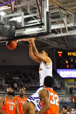 Andre Washington jams for East Carolina. (Al Myatt photo)