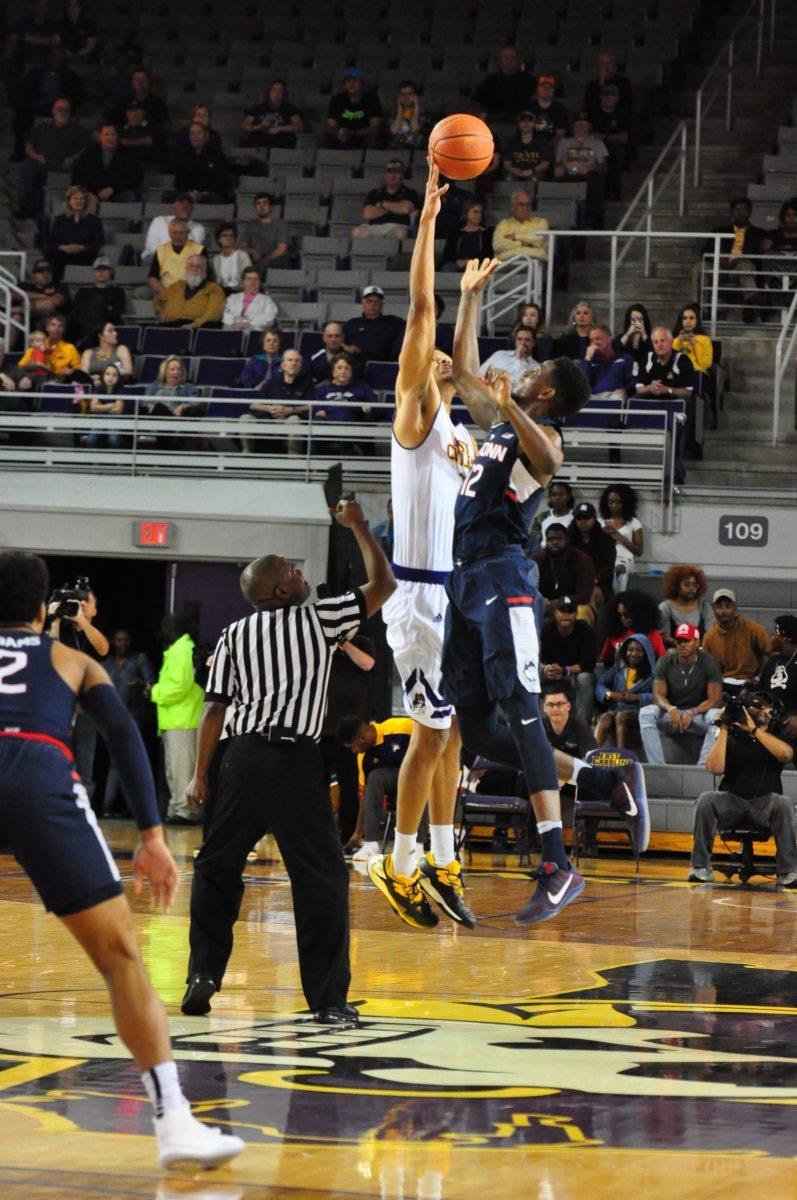 ECU's Andre Washington extends to control the opening tip (Al Myatt photo)