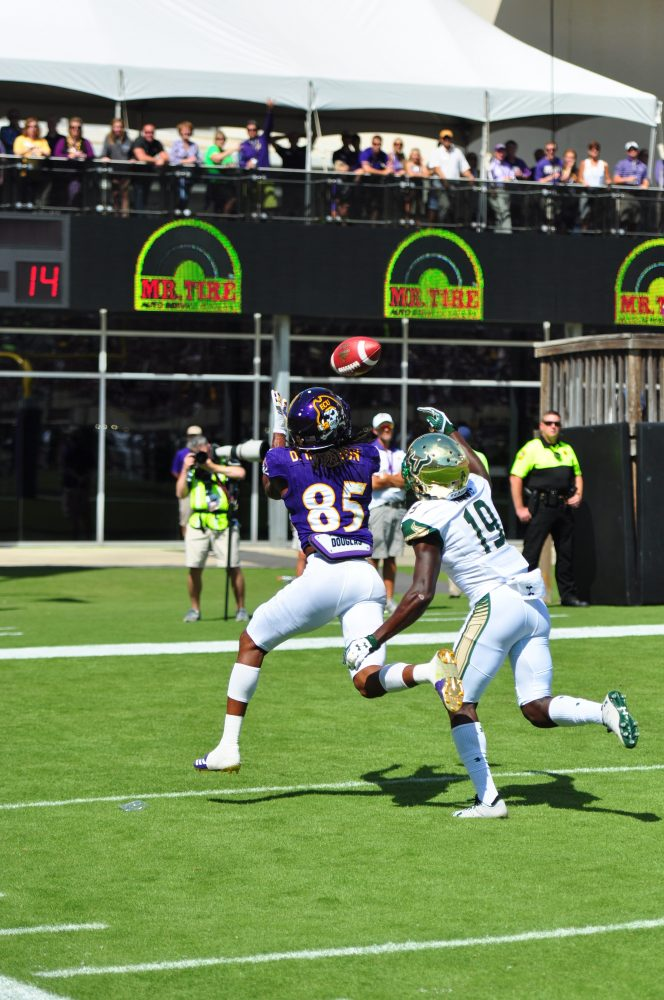 Wide receiver Davon Grayson hauls in a 31-yard touchdown pass from Thomas Sirk in the second quarter. (Photo by Bonesville Staff)