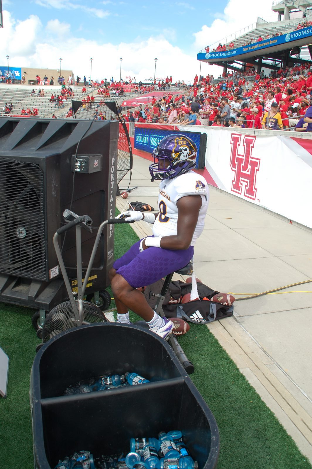 Bruce Bivens, a freshman from Houston who plays on kickoff coverage, keeps his legs fresh. (Photo by Al Myatt)