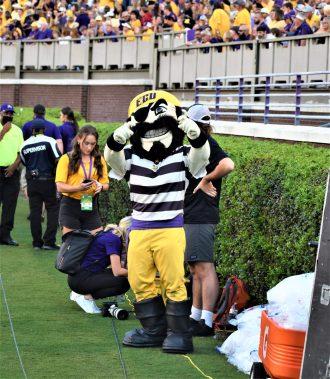 The Pirate mascot gestures with hooks. (Al Myatt photo)