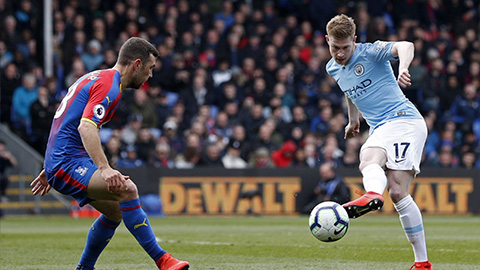 thang-de-crystal-palace-man-city-tro-lai-ngoi-dau-2