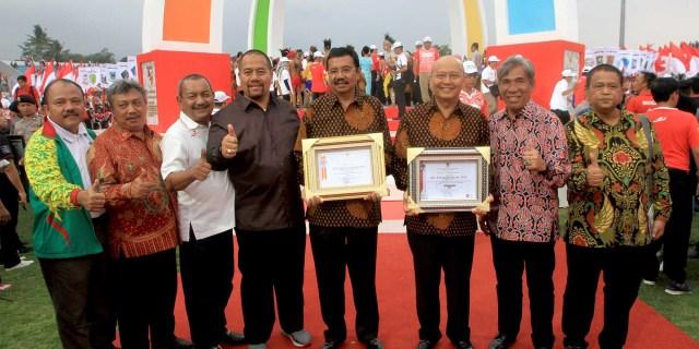 Wali Kota Terima Penghargaan Dari Menpora