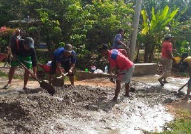 Masyarakat Dusun Jatimulya Antusias Semenisasi Jembatan Dan Jalan Secara Swadaya