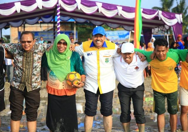 Plt.Bupati Siak Hadiri Peresmian Pembukaan Event Bola Sawah Agrowisata Bungaraya