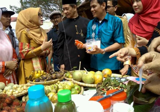 Ratusan Porsi Makanan Gratis Dibagikan untuk Pengunjung di Arena PKA-7
