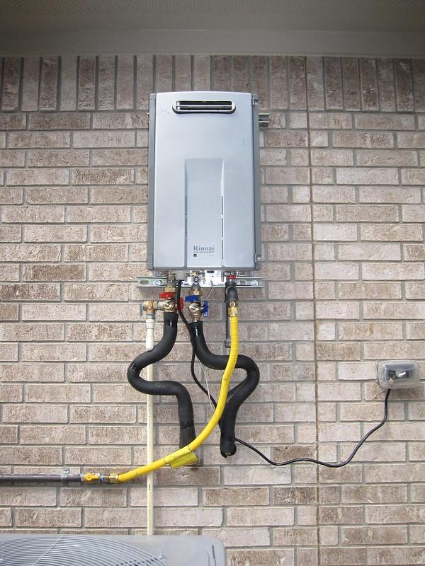 كيف تختار أفضل سخان مياه (فوري) بدون خزان لمنزلك؟