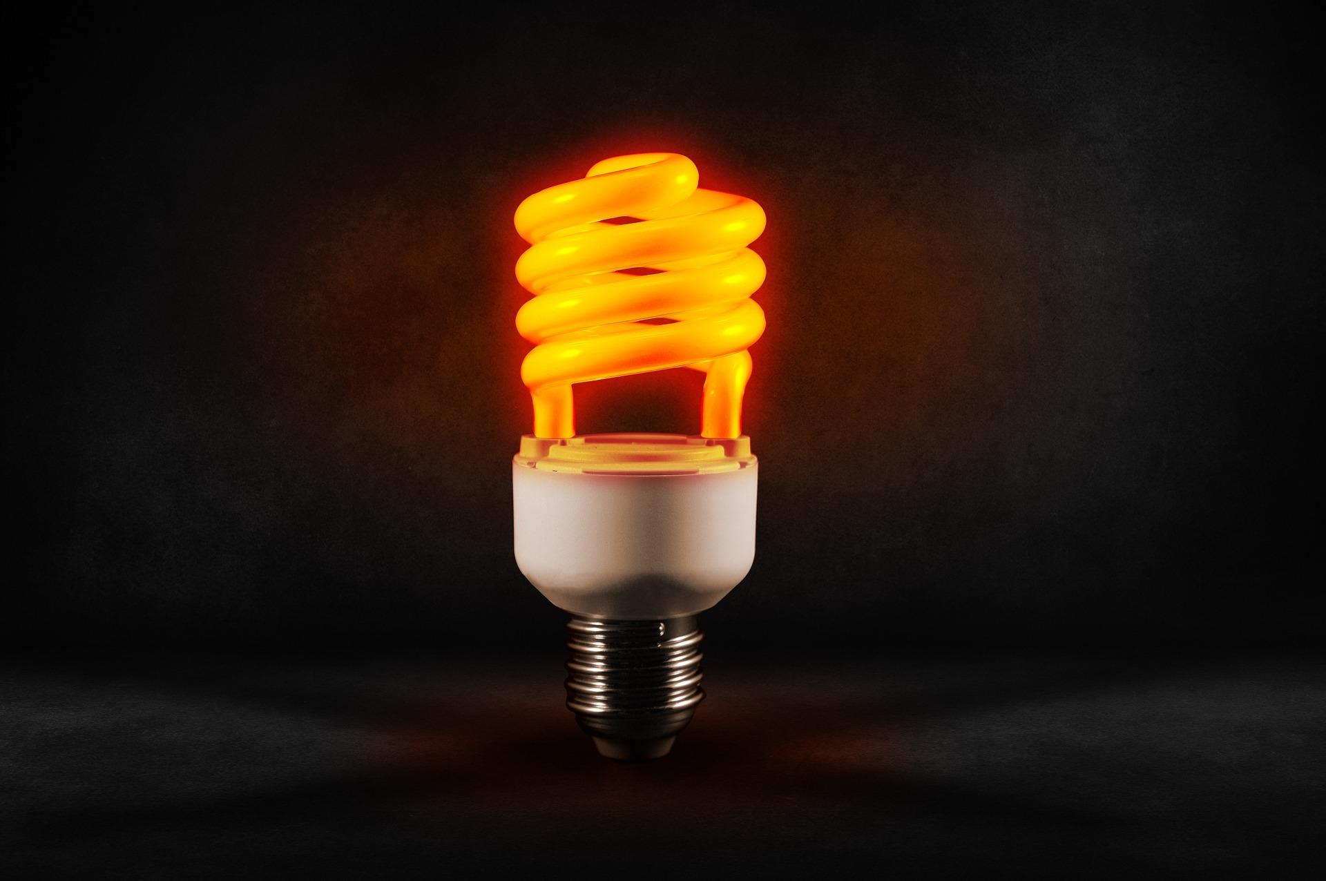 ٢٠ نصيحة لتوفير الطاقة في منزلك على مدار العام