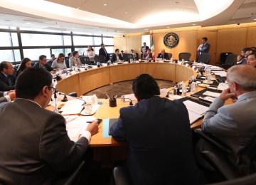 DIputados en junta da Gobierno