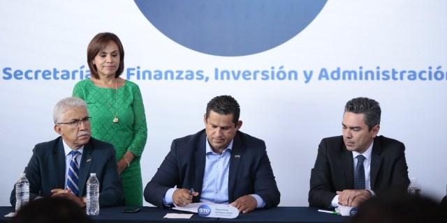 Diego Sinhue firmó la solicitud de deuda millonaria