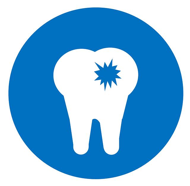 歯に穴が開いている虫歯の画像