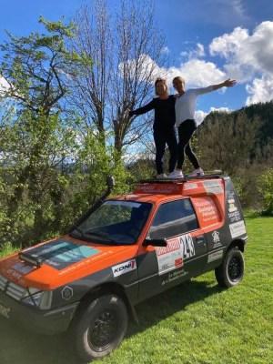Caroline Sauvage et Sylvie Vidal prête pour le Bab el Raid avec leur voiture
