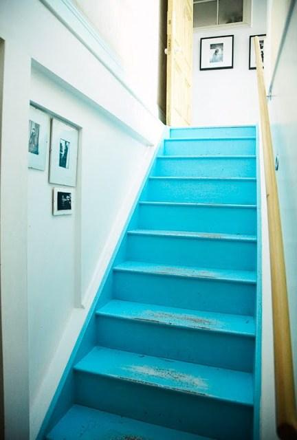 et pourquoi pas peindre son escalier. Black Bedroom Furniture Sets. Home Design Ideas