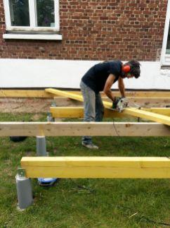 construction terrasse bois sur poutres porteuses et plots béton (13)