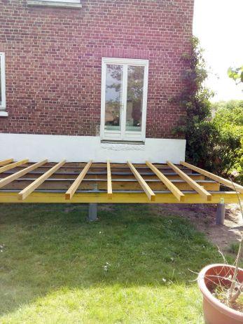 construction terrasse bois sur poutres porteuses et plots béton (19)