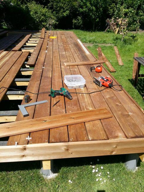 construction terrasse bois sur poutres porteuses et plots béton (25)