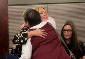 Free Hugs von Sasha Pieterse.