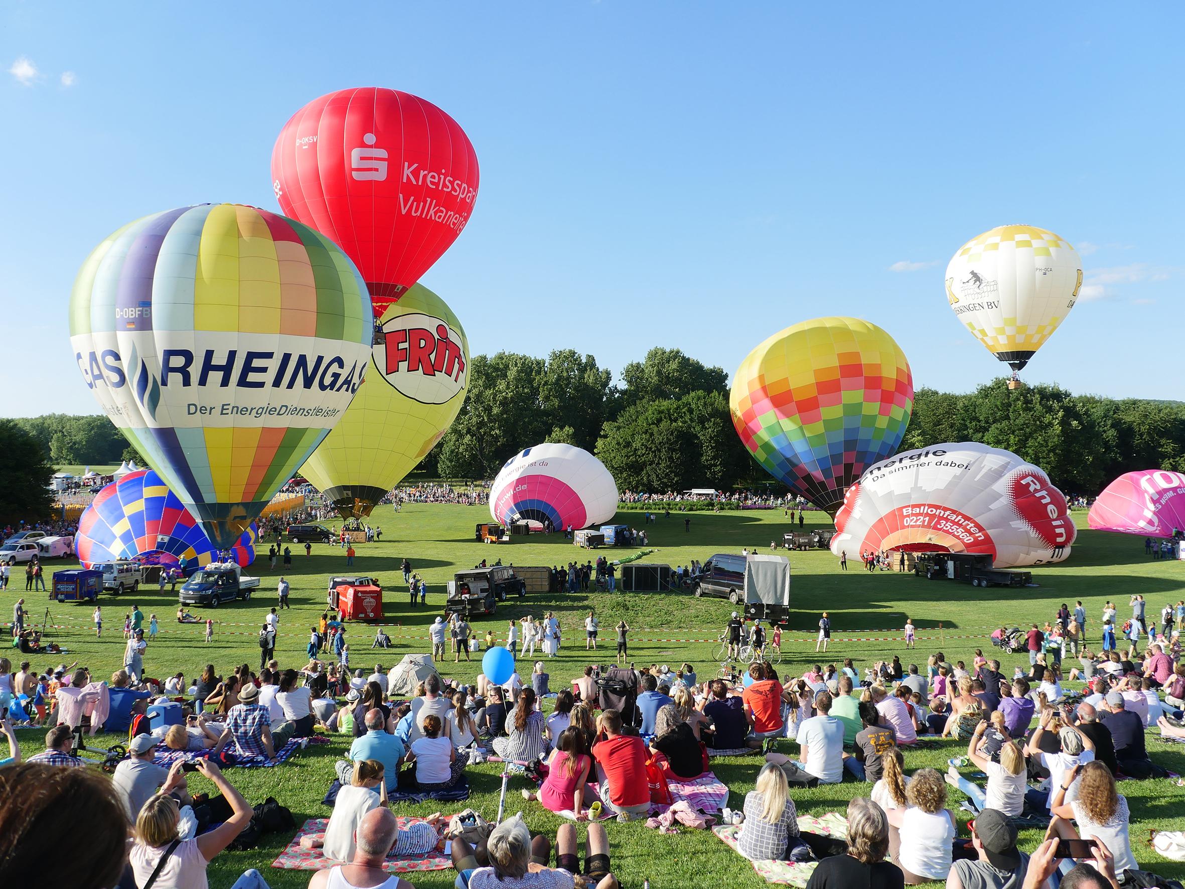 Bunter Himmel über Bonn: Ballonfestival in der Rheinaue