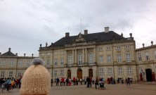 Globe-T-bonnet-voyageur-travelling-winter-hat-copenhague-amalienborg-1