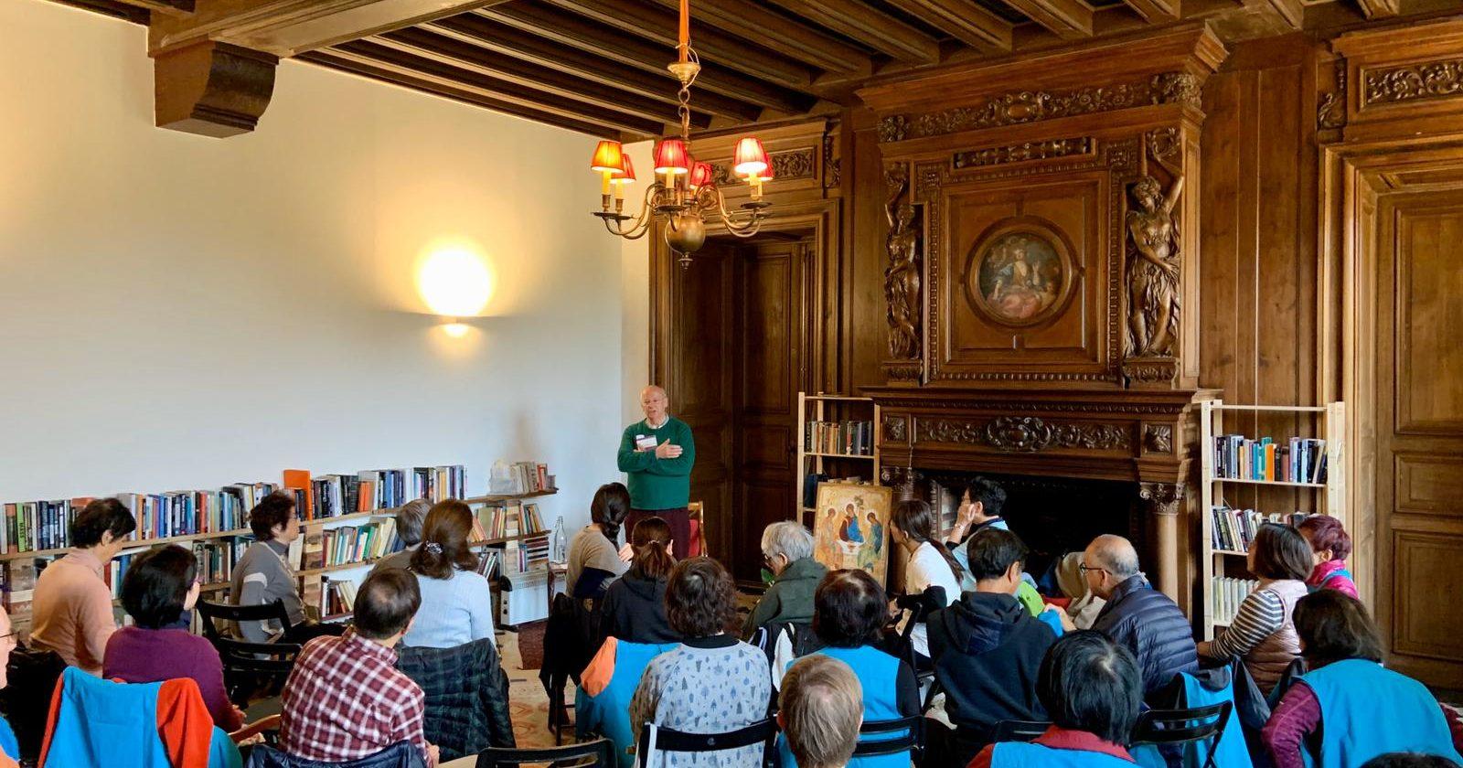 Fr.Laurence teaching to the Hong Kong pilgrim group