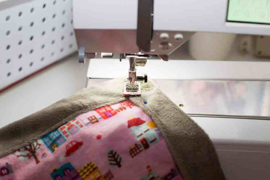 Looking for a baby blanket sewing pattern? This simple tutorial (and must-have new baby checklist) is perfect for any new mom or those of us looking to give the perfect gift! Read on for the full DIY sewing tutorial including the best fabric for a baby blanket (hint: minky is one of them!). Make an easy sew baby blanket in just a few minutes. Like to sew & quilt? This free and easy sewing project has got you covered.