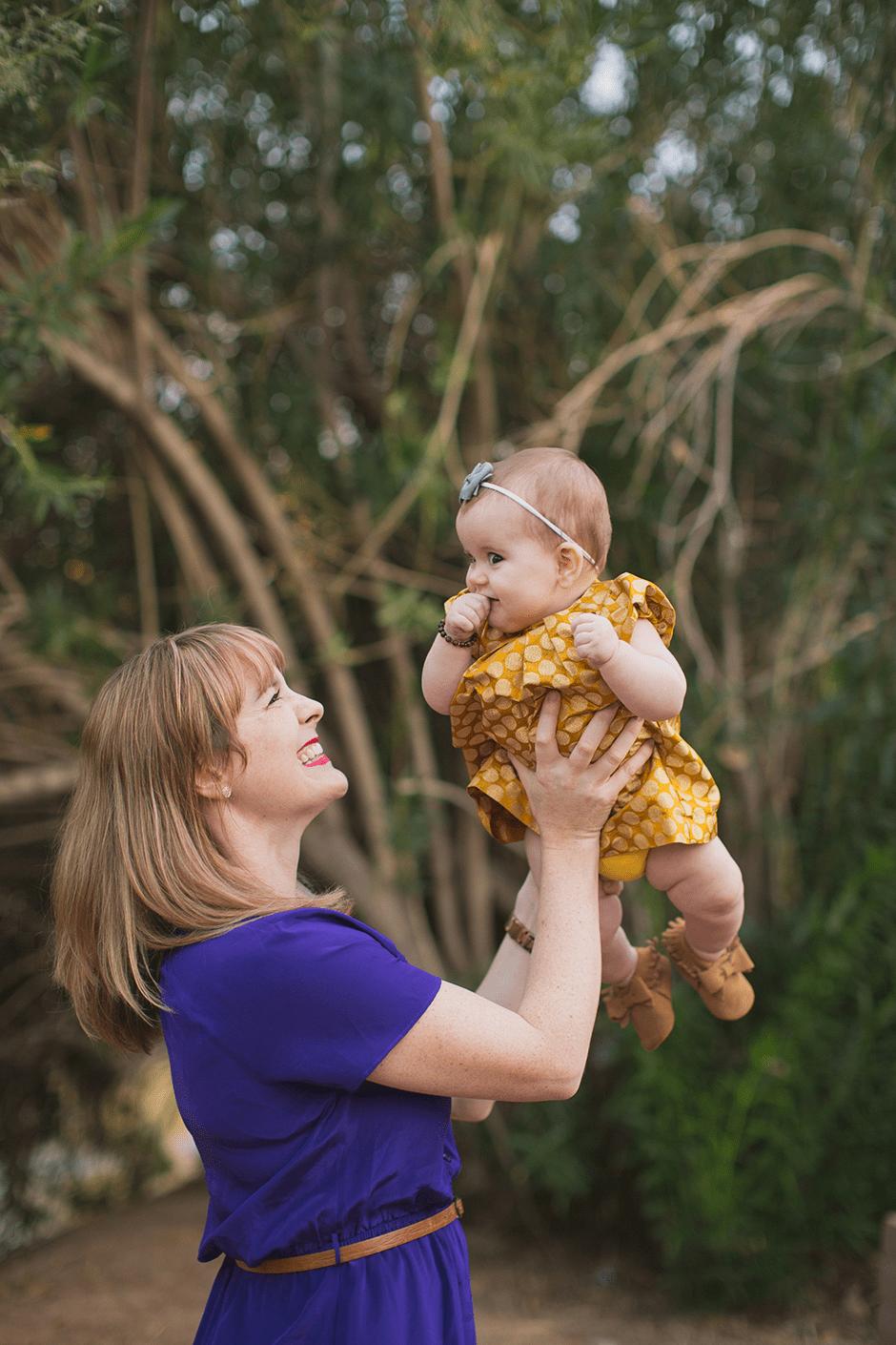 family-pics-mom-baby
