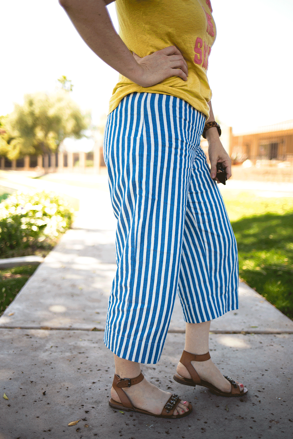Warm weather is here and sewing cropped pants is the BEST way to keep yourself cool, covered and classy! If you're always looking for something that breathes, while also letting you comfortably chase and play with your kids, these are the bottoms you need. Finding a great fit and length can be tricky, however, which makes these the perfect DIY! Read on to get the pattern, fabric and construction details so you can also sew cropped pants!